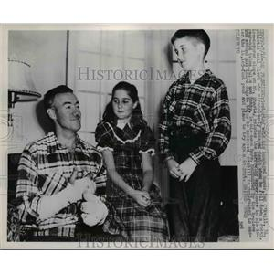 1949 Press Photo Dan O;Neill after he escaped death on Mt Shasta climbing fall