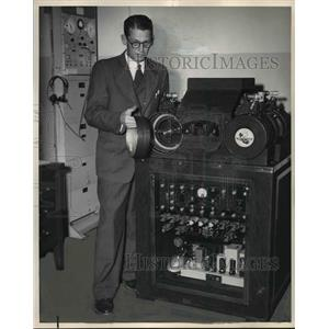 1951 Press Photo Time Signal-Bob Idle, chief switchman at Portland Office