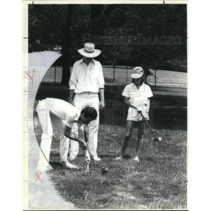 1984 Press Photo Deboarh Moss and Hans Fuchs watch as Matthew Minarik hits