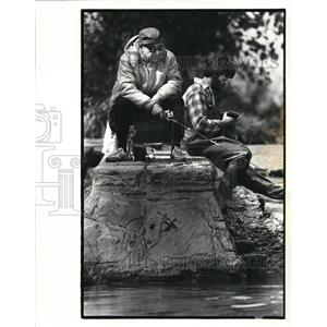 1982 Press Photo Adly Isknder and Wayne Jesionowski Fishing in Rocky River