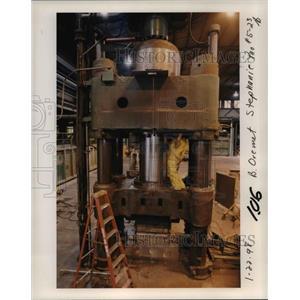 1998 Press Photo Oregon Metallurgical Corp. - orb30953