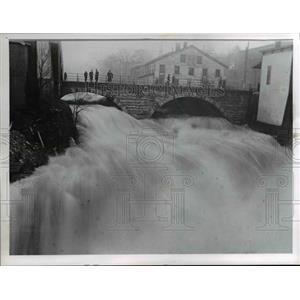 1965 Press Photo Chagrin Falls  during flood in 1913 - cvb01419