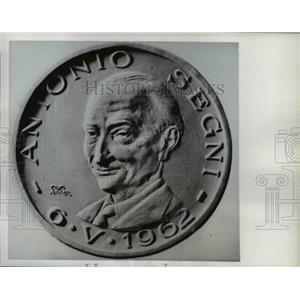 1962 Press Photo Carved portrait of Antonio Segni commemorates Italian politics