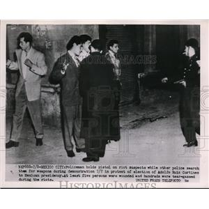 1952 Press Photo Mexico City police & riot suspects at protest of pres Cortines