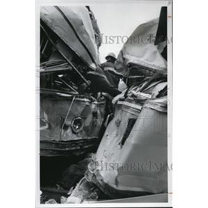 1977 Press Photo Firemen work on the RTA accident - cva77043