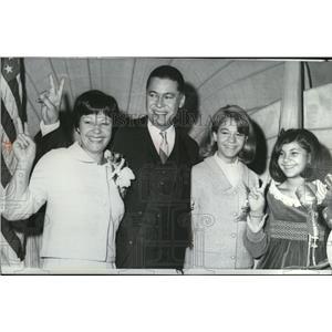 1965 Press Photo Atty Gen Edward Brooke & family on US Senate candidacy victory