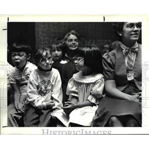 1987 Press Photo Children from Dover Elementary School in Westlake show mixed