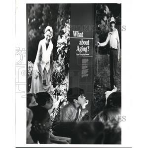 1985 Press Photo Dave Clough at the Health Museum. - cva88897