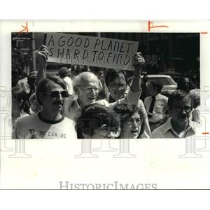 1981 Press Photo Anti-Bomb Protest in front of Federal Court House - cva80219