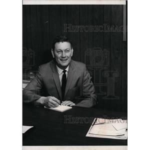 1968 Press Photo Camp Chevrolet Pres. Jerry Camp Sr in General Motors' meeting