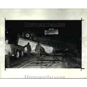 1990 Press Photo The semitrailer truck accident killed a woman driver