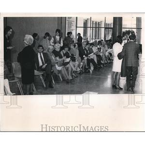 1971 Press Photo Patrons waiting for show to open in the Art Museum - cva88188