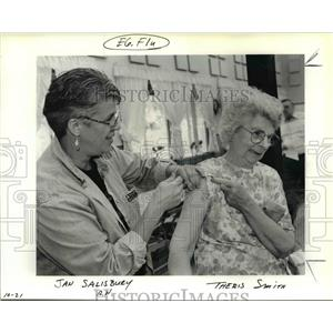 1991 Press Photo Jan Salisbury RN gives Theris Smith Immunization - orb18917