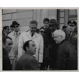 1970 Press Photo Leader of the Group talk with The Mayor - cva75486