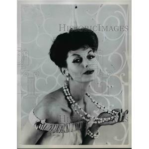 1958 Press Photo Richelieu summer necklaces on a fashion model - nee83997