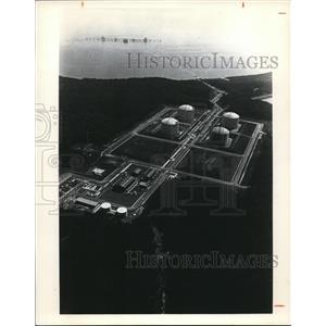 1977 Press Photo Ships Carrying Liquefied Natural Gas Dock at Pier - cva74717