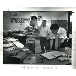 1988 Press Photo Joe Buzzo and D.Ehlert  Power Shortage at Parma Water Control