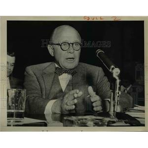 1955 Press Photo NY broker Winthrop H Smith at Senate Banking Committee