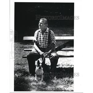 1989 Press Photo Ernist Beifuss & dog Skip at Brecksville Reservation Metropark