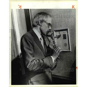 1979 Press Photo Charles L. Butts on phone after Conceding - cvb01964