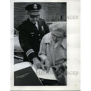 1969 Press Photo Portland Police Inspector Frank Springer & head Librarian