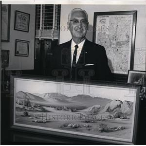 1985 Press Photo County Commissioner Howard T Ball holds painting for exhibit