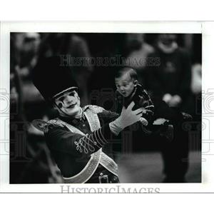 1991 Press Photo The Toy Soldier, Rob Hruby gives  Anthony Ruggiero a ride