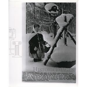 1960 Wire Photo 17 inches of snow in Chestland in Cleveland enjoyed by Wilson
