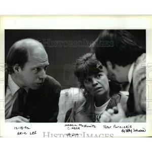 1992 Press Photo Marvia Moskowitz sits with her lawyers Eric Lee, Peter Parnicki