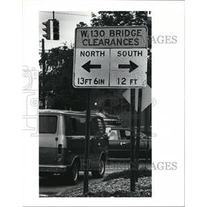 1991 Press Photo Bridge highs are posted for 130th street bridge. - cva81354