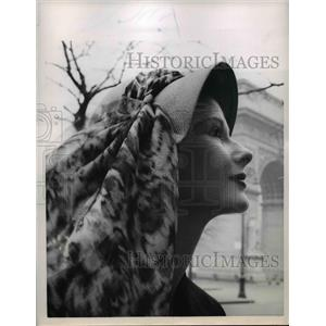 1957 Press Photo A cloche hat & scarf combination for Spring wear - nee83860