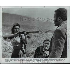 1969 Press Photo Actress Raquel Welch with Jim Brown and Burt Reynolds
