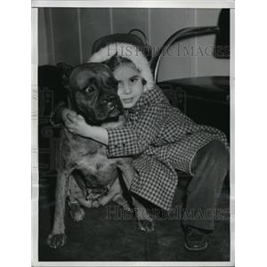 1950 Press Photo Nancy Williams Reunited with Her Dog D-Day After Broken Leg