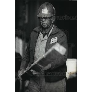 1990 Press Photo Jack Armour moves a piece of debris during demolition