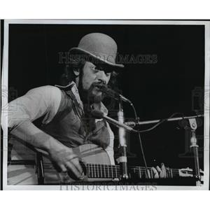 1977 Press Photo Jan Anderson of Group Jethro Tull at the Arena - mja13426