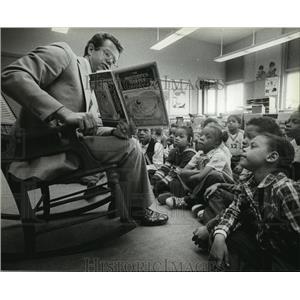 1983 Press Photo David Bennett, deputy superintendent of Milwaukee Public School