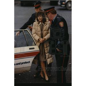 1990 Press Photo Lawrencia Bembenek arrested by Police - mja07935