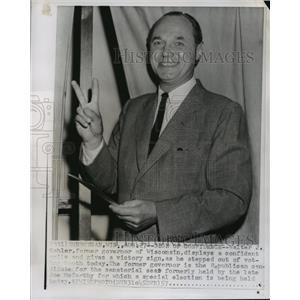 1957 Press Photo Former Gov Walter Kohler casting his vote for Senator