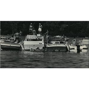 "1985 Press Photo Boats hooked together at ""Party Island"" in Okauchee Lake"