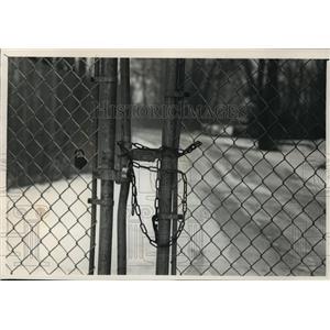 1989 Press Photo locked gate to North Lake in Waukesha - mja35962