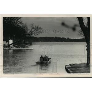 1989 Press Photo boaters on Upper Nemahbin Lake in Waukesha County. - mja35964