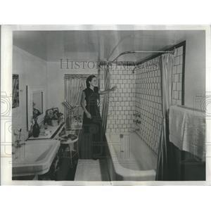 1949 Press Photo Fashionable Square Bathroom Tile - RRR29391