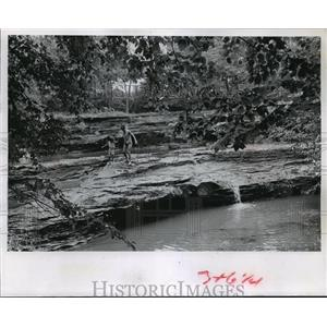 1967 Press Photo Skillet creek splashes over the natural waterfalls near Baraboo