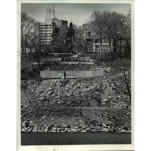 1984 Press Photo Land terraced along N. Lake Dr. to try and stop shore erosion