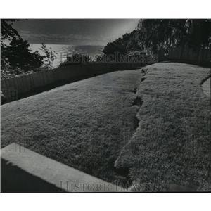 1975 Press Photo Lake Michigan Erosion Damages in yard of Lake Dr. Home