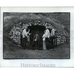 1973 Press Photo Mrs.Wollersheim Shows Tourists Her Home In a Cave - mja38846