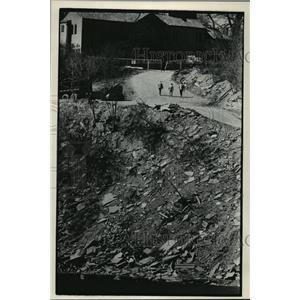 1984 Press Photo White Fish Bay Erosion and land loss. - mja42467