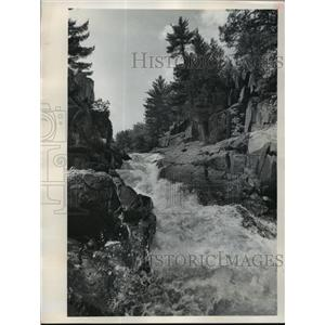 1986 Press Photo Dave's Falls Of The Pike River Through Marinette County