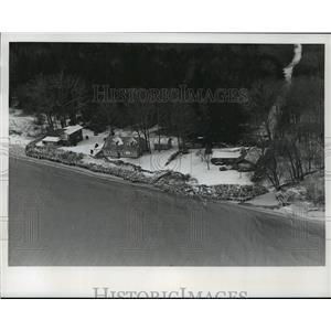 1975 Press Photo Lake Michigan erosion 2 miles South of Oostsburg - mja42052