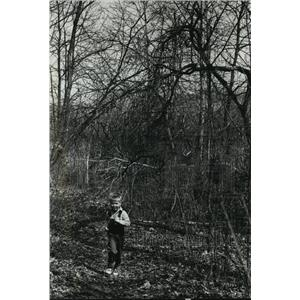 1990 Press Photo Kevin Kasarski running along the Wood Duck Kettle hiking trail